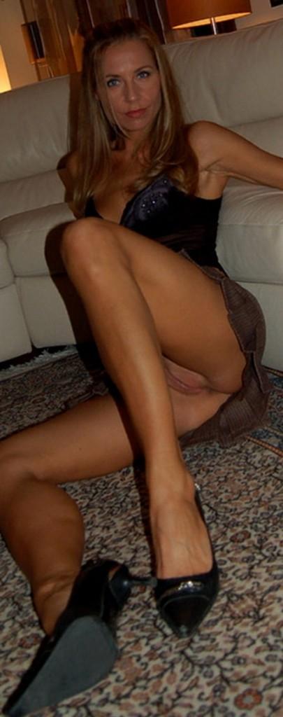 foto-casera-de-madura-cachonda-mostrando-su-vagina